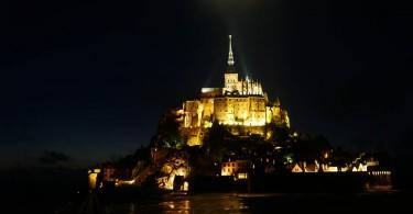 Le Mont-Saint-Michel de nuit